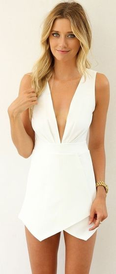 Take a look at the best what shoes to wear with white romper in the photos below and get ideas for your outfits! Wear this to someone's wedding and take the spotlight Image… Continue Reading → Look Fashion, Fashion Beauty, 70s Fashion, Fashion Clothes, Latest Fashion, Urban Look, Bodycon Jumpsuit, Mini Dress With Sleeves, White V Necks