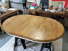 Restaining Golden Pine Dining Table Top with Gel Stain. Pine wood table top after the first coat has been applied. Refinish Dining Tables, Refinished Table, Pine Dining Table, Leaf Table, Dining Room Table, Gel Stain Furniture, Furniture Redo, Painted Furniture, Stain Pine
