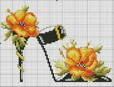 point de croix chaussures, talons aiguilles avec fleurs jaunes - cross-stitch shoes, high heels stilettos with yellow flowers