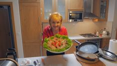 Video recept Sviečkovica pečená vcelku s parmezánom a zeleninou   Zuzana Machová Guacamole, Mexican, Ethnic Recipes, Food, Essen, Meals, Yemek, Mexicans, Eten