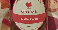 """""""Heiße Liebe"""" (Himbeer Likör), ein Rezept der Kategorie Getränke. Mehr Thermomix ® Rezepte auf www.rezeptwelt.de Kombucha, Winter Drink, Cocktails, Drinks, Have Fun, Gadgets, Korn, Bottle, Hair"""