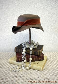 Love this 1920s hat.