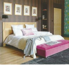 Sweet dreams are a certainty in this soft yellow and pink bedroom. Campagne Decoration