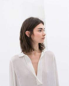 Long bob - short hair - shoulder length hair 💇 homedecor home holiday diy decor dresses desserts winter fashion women makeup trendy christmas hairstyles hair haare frisuren 💇 Long Bob Hairstyles, Short Hairstyles For Women, Trendy Hairstyles, Bob Haircuts, Layered Haircuts, Haircut Bob, Brown Bob Haircut, 1930s Hairstyles, Female Hairstyles