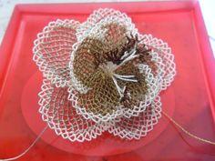 İğne oyası çiçek..hakikaten harika.  Needle lace flower- wonderfull !