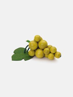 Green Grapes | wooden fruit made of solid beech, realistic play food for pretend play kitchen, made in Germany | moonpicnic.com