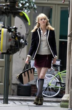 Emma Stone wears a great blazer as Gwen Stacy in Spider-Man sequel
