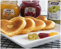 placuszki na jogurcie z dżemem (konfiturą) My Favorite Food, Favorite Recipes, My Favorite Things, Fritters, Sausage, Pancakes, Meat, Fruit, Cooking