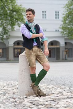 Fesche Tracht for pithy men, deerskin trousers from Austria, costume neck, paisley scarf, traditiona Men In Heels, Dress Socks, Leather Shorts, Edgy Outfits, Good Looking Men, Sexy Men, Hot Men, Traditional Outfits, Costumes