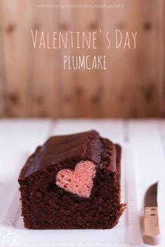 """Chissà quante volte anche a voi, sarà capitato di vederesul web questo curioso plumcake.Io da tempo volevo farlo e finalmente in occasione diS.Valentino ve lo propongo (anche se io sono una di quelle che: """"S.Valentino, tutti i giorni!"""").In realtà è più semplice di quantopossa …"""