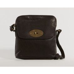 This bag by Nova is called Aden and has room for your everyday essentials.   (Brun Nova Aden Crossover Taske)