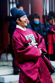 Jung Il Woo Moon that Embraces the Sun