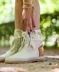 Karma of Charme, boots
