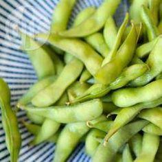Edamame (soja verde na vagem) @ allrecipes.com.br - Edamame é a soja verde muito comum na culinária japonesa, um aperitivo saudável e baixo em calorias.