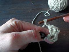 omⒶ KOPPA: VIRKKⒶUSOHJE - isoäidinneliö Crochet Earrings