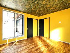 大胆な天井の仕上げに注目! Sankyo, Garage Doors, Outdoor Decor, Design, Home Decor, Decoration Home, Room Decor, Home Interior Design