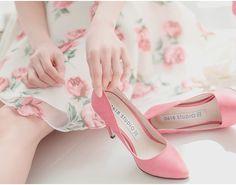 beautiful vintage rose print dress and pink heels <3