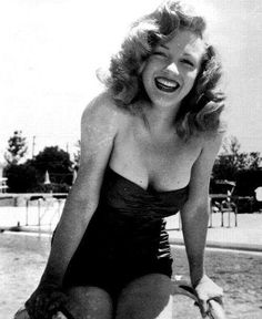 What a great pic of Marilyn Monroe!  This shows what a natural beauty she was even before the Hollywood makeover!