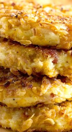 Perfect for a special holiday breakfast, these Crispy Onion Potato Pancakes are crispy on the outside with soft and creamy centers. Best Side Dishes, Side Dish Recipes, Pecan Cinnamon Rolls, Creamed Potatoes, Crispy Onions, Good Food, Yummy Food, Potato Pancakes, Fabulous Foods