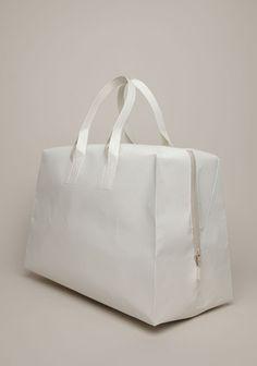 Saskia Diez paper bag made of Tyvek. Looks great!