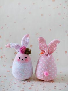 Como hacer conejitos con calcetines de bebe >> How to Make Easter Bunny Softies From Socks - Tuts+ Crafts & DIY Tutorial