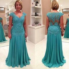 Sua mãe ou sua sogra estão naquela dúvida cruel de qual vestido usar? Então dá uma olhadinha nesse modelo maravilhoso!!!
