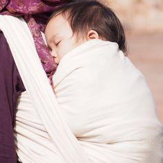 9fb7d7df9e740 De 17 bedste billeder fra slynger | Babywearing, Baby slings og Baby ...