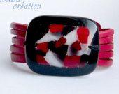 Bracelet en cuir rouge et verre fusion / bijoux en verre fusion/ bracelet cuir noir et rouge / bijoux femme fait à la main
