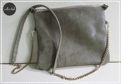 DIY : crossbody leather bag Linette et Staël Leather Crossbody, Leather Bag, Crossbody Bag, My Bags, Purses And Bags, Next Purses, Diy Purse, Sewing Leather, Couture Sewing