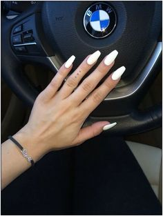 44 Ideas for nails coffin matte white Matte White Nails, White Coffin Nails, White Acrylic Nails, Best Acrylic Nails, Aycrlic Nails, Prom Nails, Gold Nails, Hair And Nails, Almond Nails