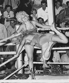 www.lady00wrestling.com 50s Vintage Women Wrestling Photos # 1 DVDs