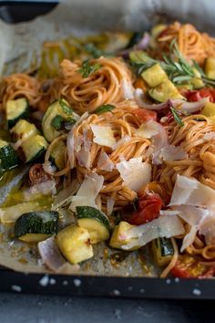 Pasta with oven-cooked vegetables: quick summer meal ⋆ crispy room summer recipes summer recipes abendessen rezepte recipes recipes dessert recipes dinner Quick Summer Meals, Summer Recipes, Easy Meals, Summer Savory, Summer Salads, Roasted Vegetables, Veggies, Vegetarian Recipes, Healthy Recipes