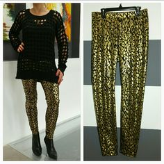 """Get wild in these leggings NWT Brand new with tags Get your sexy on in these HOT animal print leggings. Gold metallic print on a black background. Pair with a sweater and booties or a white tshirt, statement necklace, blazer and heels!!!  MADE IN THE USA!! Elastic waist band. MATERIAL 94% polyester, 6% spandex. Length approx 38"""" Inseam approx 29.5""""  (Sweater is for sale in my closet also) Gianni Bini Pants Leggings"""