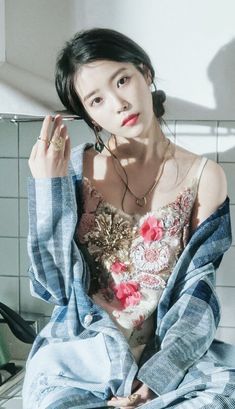IU 💕 | Lee Jieun* Iu Short Hair, Short Hair Styles, Iu Fashion, Star Fashion, Korean Actresses, Korean Actors, Kpop Girl Groups, Kpop Girls, Korean Girl