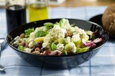 «Салат с рукколой, мятой, грушами, грецкими орехами и голубым сыром» рецепт – вегетарианская еда: салаты. «Афиша-Еда»