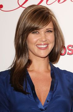 Sarah Lancaster, Gorgeous Hair, Beautiful Eyes, Beautiful Women, Rachel Meyer, Celebrity Bra Sizes, Highlighted Bangs, Yvonne Strahovski, Actrices Hollywood