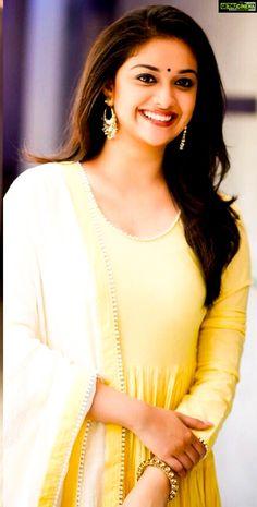 Indian Actress Hot Pics, Actress Photos, Indian Actresses, Most Beautiful Bollywood Actress, Beautiful Actresses, Anushka Pics, Lovely Girl Image, Saree Photoshoot, Fashion Photography Poses