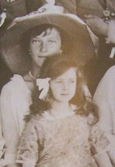 Grand Duchess Tatiana Nikolaevna Romanov with Ileana of Romania A♥W Anastasia, Tatiana Romanov, Romanian Girls, House Of Romanov, Family Research, Tsar Nicholas Ii, Imperial Russia, Family Album, Queen Mary