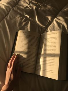 Find images and videos about aesthetic, book and read on We Heart It - the app to get lost in what you love. Brown Aesthetic, Aesthetic Photo, Aesthetic Pictures, Wallpaper Inspiration, Images Esthétiques, Coffee And Books, Study Motivation, Book Photography, Light In The Dark