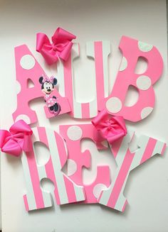 9 Pink and white Minnie Mouse Character por MiaMonroeBoutique