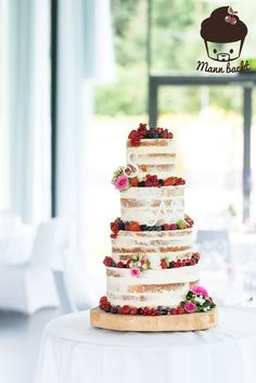 [Tutorial und Rezepte] Hochzeitstorte Naked Cake mit Beeren und Blumen Tutorial for a Naked Wedding Cake with berries and flowers