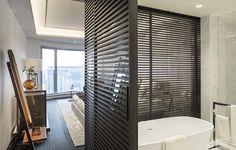 Rimadesio Stripe Schuifdeuren Sliding Door Panels, Stripes Design, Blinds, Modern Design, House Design, Curtains, Modern Barn, Barn Doors, Wardrobes