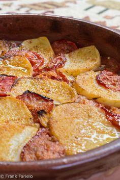 Tiella di patate cipolle e pomodori (vertical)