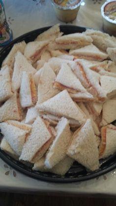 Pan con cheese whiz and jamon picado