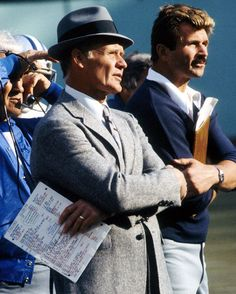 Tom Landry and Mike Ditka Dallas Cowboys Coaches, Dallas Cowboys History, Dallas Cowboys Pictures, Cowboy History, Nfl Coaches, Nfl History, Nfl Football Players, Dallas Cowboys Football, Baseball Park