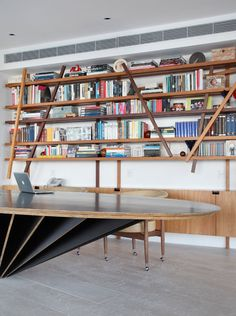 Apartamento AV / MPGAA - Miguel Pinto Guimarães Arquitetos #homeoffice #furniture #shelves #wall