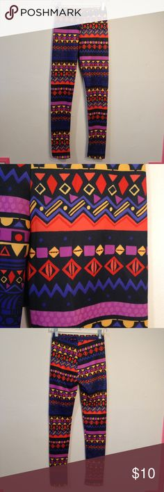 Tribal print multi color neoprene leggings size Sm Cute and comfortable bright multi-color neoprene leggings. Stretchy and easy to wear. Would work great at the gym or worn with a black tunic. Label says size Medium but I believe these leggings fit a size Small the best based on their measurements. Never worn and in perfect condition Derek Heart Pants Leggings