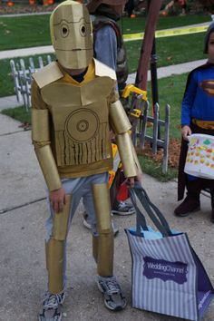 A full-size C-3PO costume and 5 other wonders kids can create from empty paper towel rolls