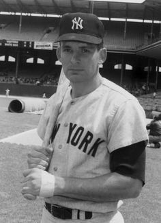 Bobby Cox as a Yankee infielder in the He would lead the Atlanta Braves to a gazillion division championships as manager. He was manager of the year four times as a Brave. Baseball Star, New York Yankees Baseball, Braves Baseball, Baseball Photos, Sports Baseball, Sports Photos, Baseball Cards, Football, Equipo Milwaukee Brewers