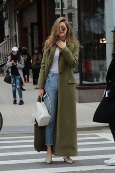 "mantel-Trends Das sind die Must-haves mantel-Trends Das sind die Must-haves Take a look at the best winter coats 2018 in the photos below and get ideas for your outfits! Image source"", ""pinner"": {""username"": ""first_name"": ""domain_url"":. Street Style Trends, Nyc Street Style, Rihanna Street Style, Fall Style Trends, Winter Street Styles, Street Chic, Winter Fashion Outfits, Fashion Weeks, Look Fashion"